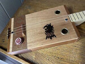 ELLBOGEN GUITARS CIGAR BOX GUITAR ACOUSTIC/ELECTRIC 3 STRING VIDEO DEMO