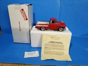 Danbury Mint 1:24 Diecast 1957 Chevrolet Cameo Carrier 1/2 Ton, Cardinal Red