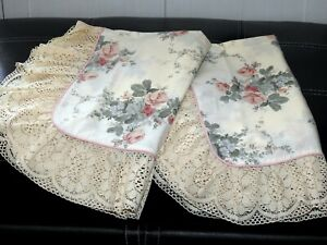 PAIR OF DORMA CHESTNUT HILL PILLOW CASES USED IN GUEST ROOM EX CON