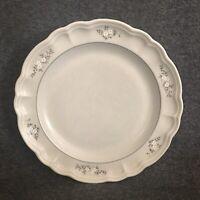 Pfaltzgraff Heirloom Dinner Plate White Flowers Scalloped Edge Stoneware