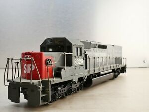 Athearn HO EMD SD40T-2 Southern Pacific SP #8326 running with lights