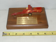 New Holland Square Baler Senior Managment Program Edition By Ertl 1/64th Scale