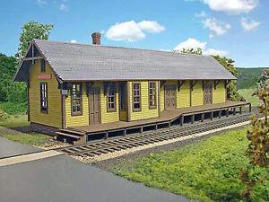CENTER HALL DEPOT HO Model Railroad Structure Unpainted Laser-Cut Wood Kit LA663