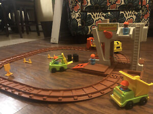 Vintage 1978 Fisher Price #943 LIFT and LOAD RAILROAD
