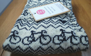 Merino Wool : A Nice Gift : BIKE TWIST SNOOD : Navy & Cream : Stitch-Mi-Lane, UK