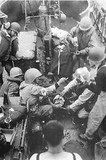 WW2 - Soins à blessés sur un Landing Craft à Omaha Beach le 6 juin 1944