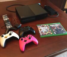 Xbox One 500 GB With 3 Controllers, Charger, GTA 5, + COD: BO3. READ DESCRIPTION