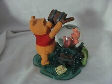 Simply Pooh resin figurine Piglet Friends Help You Through The Splashy Parts