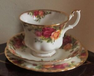 ROYAL ALBERT OCR OLD COUNTRY ROSES TRIO ENGLAND