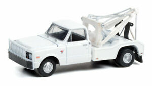 GREENLIGHT WHITE 1968 CHEVROLET C30 DUALLY WRECKER TOW TRUCK [PRESALE]