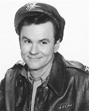 BOB CRANE AS COL. ROBERT E. HOGAN FROM HOGAN 8x10 Photo