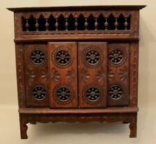 Belle armoire ancienne bretonne en bois sculpté pour maison de poupée meuble