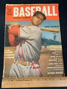 1952 VINTAGE STREET AND SMITH'S ARMY BASEBALL PICTORIAL YEARBOOK 4121