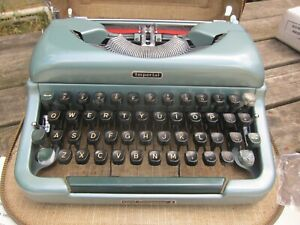 Antique Vintage Imperial Good Companion 4 Typewriter with Original Portable Case