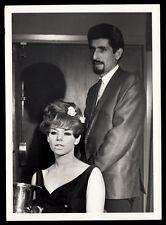 SEXY BIG HAIR HIPPY WOMAN & GAY HAIRDRESSER BEATNIK MAN~ 1960s 5x7 VINTAGE PHOTO