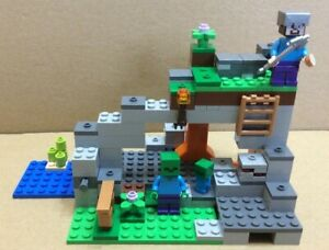 Lego Minecraft 21141 The Zombie Cave, 100% Complete with Manual and Box.