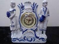 Porzellan Uhr mit Figuren - Quartz-Werk - Vintage-Stil / Antik-Look