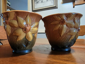 Set Of  2 ROSEVILLE CLEMATIS BROWN FLOWER POTS WITH UNDERPLATES 668-5 MINT