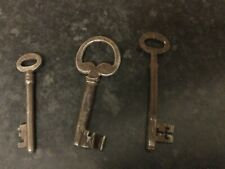 Lots Of Vintage Iron Keys