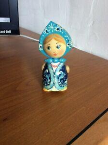 Poupée Russe en bois en tenue folklorique - 05