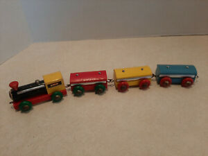 Vintage Brio Sweeden Wooden Train Locomotive & 3 Cars Clean Wooden Wheels I5