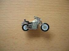 Pin Anstecker Suzuki Intruder VS 1400 / VS1400 creme Art. 0691 Motorrad Motor
