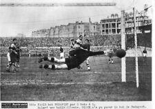 Photo agence presse Paris soir 18 novembre 1936  Football Racing Budapest