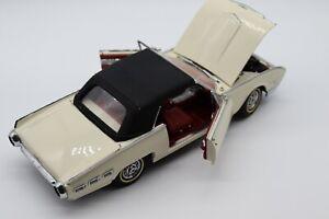 1:24 Danbury Mint 1962 Ford Thunderbird Diecast Car
