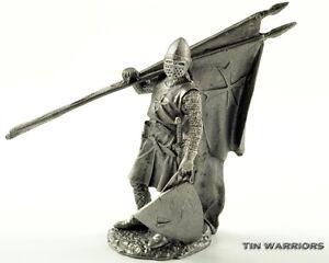 Crusader knight 13cen Tin toy soldiers. 54mm miniature figurine. metal sculpture