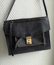 Petit sac cartable ASOS cuir noir gris fermoir porté travers