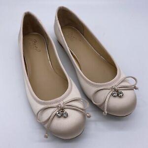 Jewel Badgley Mischka Bryanna Champagne Satin Ballet Flats Sz 7.5 Round Toe Bow
