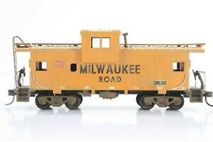 HO Athearn / BevBel? Milwaukee Road Extended Vision Caboose Weathering