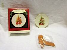 Hallmark Keepsake Christmas Ornament Vera The Mouse Porcelain Plate Stand 1995