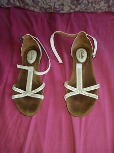 clarks ladies size 4 WHITE strap shoe large heel sandals