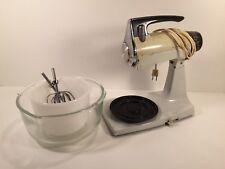Vintage Sunbeam Mixmaster 175W Fire King Glasbake Bowls