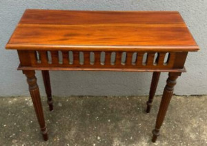 table Pine of wood used