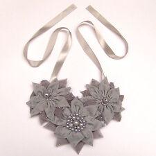 Collier / ceinture (2 en 1) mariage cérémonie FLEURS GRIS perles satin tissu