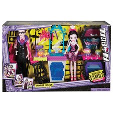 Monster High Family Vampire Kitchen Play Set with bonus 2 Dolls Giftset