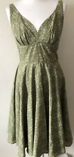 Dig For Victory Ditsy Green Floral Sweetheart Tea Dress Size 10 RRP £165