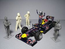 5  FIGURINES 1/43  SET  340  VETTEL  CHAMPION  VROOM  UNPAINTED