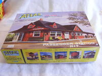 Vintage HO Scale Atlas 706 Passenger Station MIB