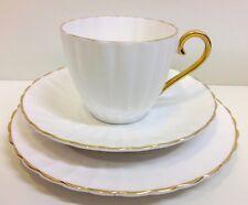 Vintage Susie Cooper Estriado Blanco y Dorado trío de taza de té.