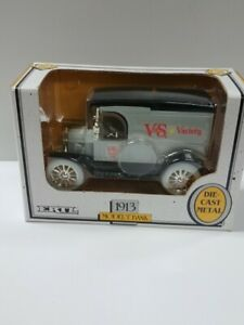 Ertl 1913 Ford Model T Bank Diecast V&S Variety Store 1:25 1991 Made in U.S.A.