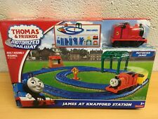 THOMAS AND FRIENDS JAMES KNAPFORD estación Set motorizados RAILWAY AT NUEVO