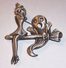 VINTAGE     ''   WITCH AND HER GHOST   ''   BROOCH PIN/AJC