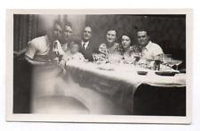 PHOTO ANCIENNE Repas Fête Amis Vin Alcool Vers 1930 Table Verre Bébé flou