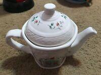 Pfaltzgraff Winterberry Tea Pot With Lid Door Pattern