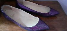 très belles chaussures Louboutin plates T40,5 violette très agréable à porter