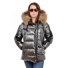 Damen kurze silber gesteppte Winterjacke mit Kapuze aus Waschbär Raccoon Fell