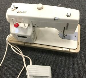 Vintage New Home 551 Heavy Electric Sewing Machine Partially Tested With Case